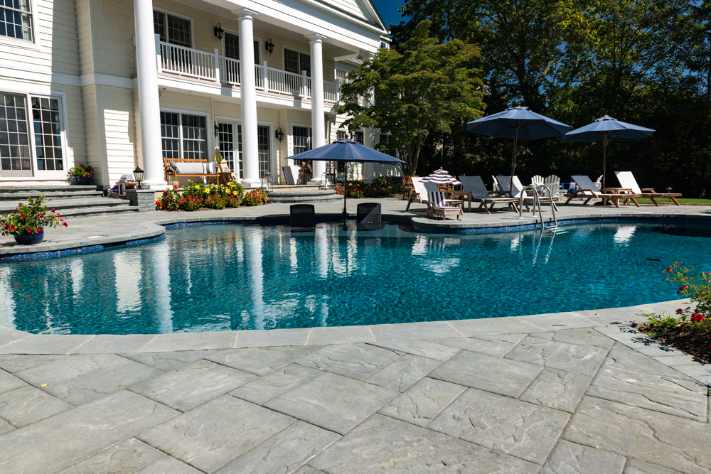 Pools by design vanishing edge pool new jersey for Pool design nj